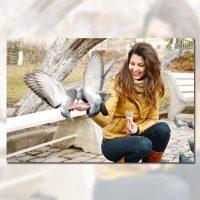 دانلود تصویر استاک زن خوشحال و کبوتر