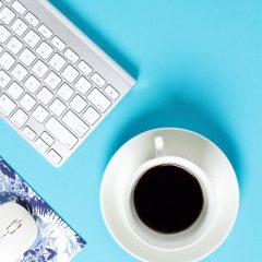 دانلود تصاویر استوک فنجان قهوه و موس کامپیوتر