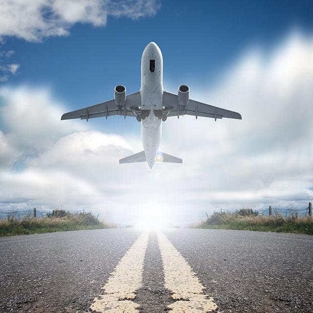 تصویر استاک باند فرودگاه و هواپیمای در حال پرواز