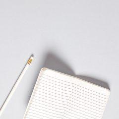 دانلود تصاویر استوک دفتر یادداشت با مداد شیک سفید