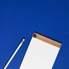 دانلود تصاویر استوک دفترچه یادداشت با سربند طلایی