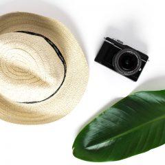 دانلود تصاویر استوک کلاه و دوربین دیجیتال
