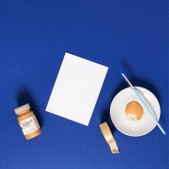 دانلود تصویر استوک قلمو و برگه کاغذ سفید
