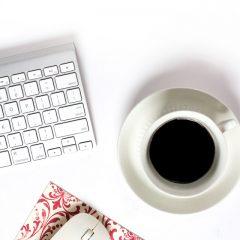 دانلود تصاویر استوک فنجان قهوه و کامپیوتر