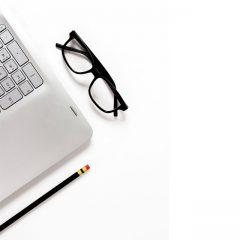 دانلود تصاویر استوک عینک مهندسی و مداد مشکی
