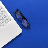 دانلود تصاویر استوک لپ تاپ و عینک مهندسی شیک