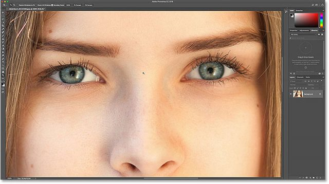 3-photoshop-eyes-zoomed-in
